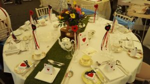 alice-queen-of-hearts-table