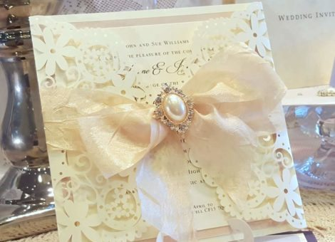 champagne_laser_cut_wedding_invitation