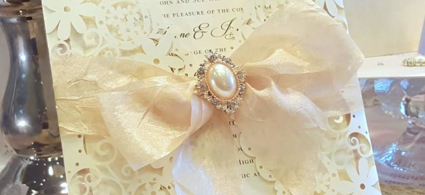 champagne_laser_cut_wedding_invitation