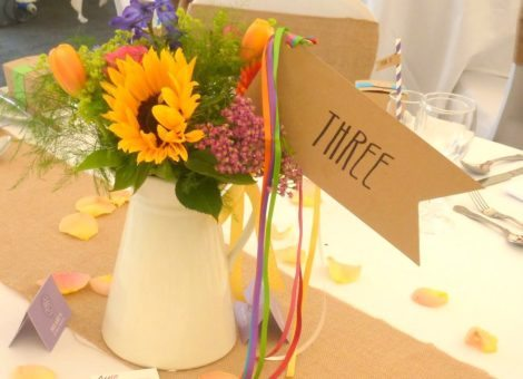 festival-table-name-flag-streamers