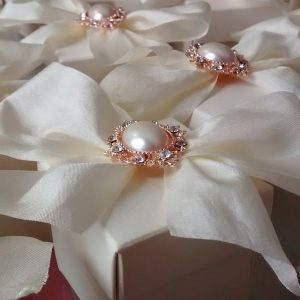 bows and bling favour boxes with rose gold pearls